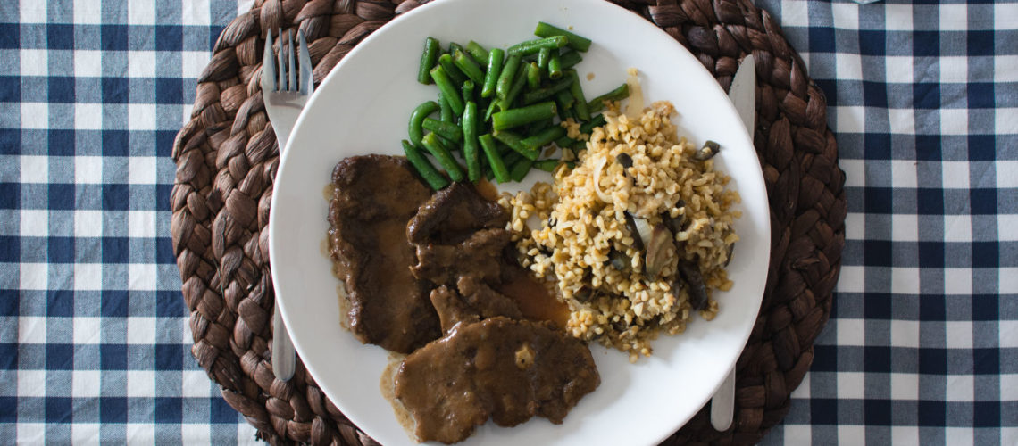 Steak with bulgur and green beans